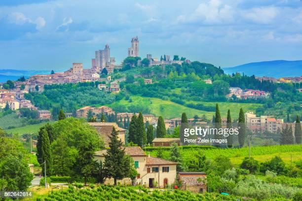 san gimignano in tuscany, italy - サンジミニャーノ ストックフォトと画像
