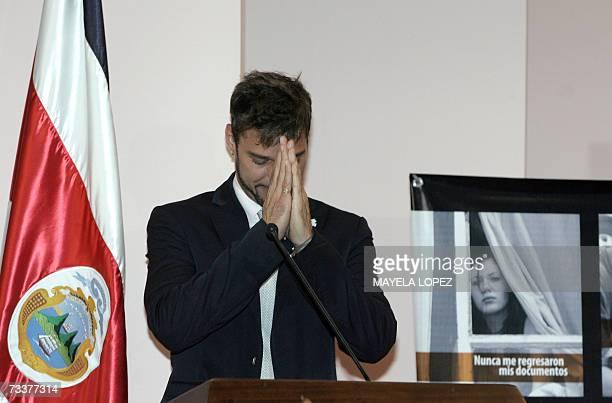 El cantante portorriqueno Ricky Martin hace un gesto de despedida el 20 de febrero de 2007 en la Casa Presidencial, al este de San Jose. Alli el...