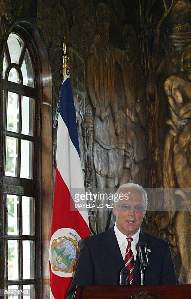 El presidente del Comite Organizador del Mundial de Alemania 2006 el legendario astro del futbol Franz Beckenbauer ofrece un discurso el 21 de...
