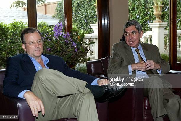El presidente electo de Costa Rica Oscar Arias del Partido Liberacion Nacional y el ex candidato presidencial Otton Solis del Partido Accion...