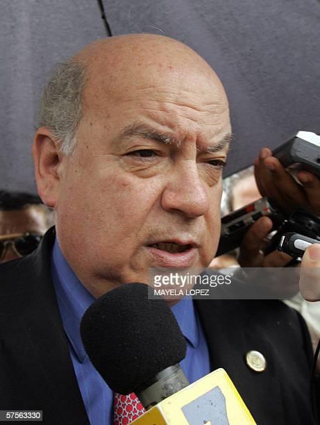 El secretario general de la Organizacion de Estados Americanos Jose Miguel Insulza brinda declaraciones a la prensa el 09 de mayo de 2006 frente la...