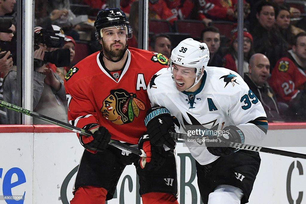 NHL: DEC 18 Sharks at Blackhawks : News Photo