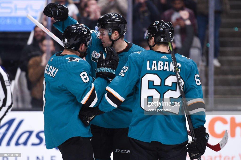 NHL: DEC 10 Devils at Sharks : News Photo