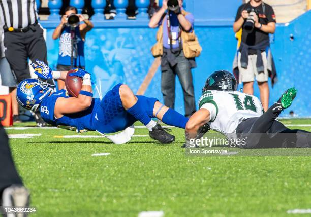 San Jose State Spartans wide receiver Thai Cottrell stretches his punt return after being grabbed by Hawaii Warriors defensive back Manu...