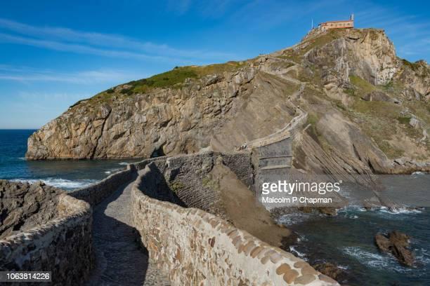 san juan de gaztelugatxe, game of thrones, film location, basque region, spain - bilbao - fotografias e filmes do acervo
