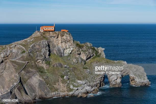 san juan de gaztelugatxe, game of thrones, film location, basque region, spain - províncias bascas - fotografias e filmes do acervo