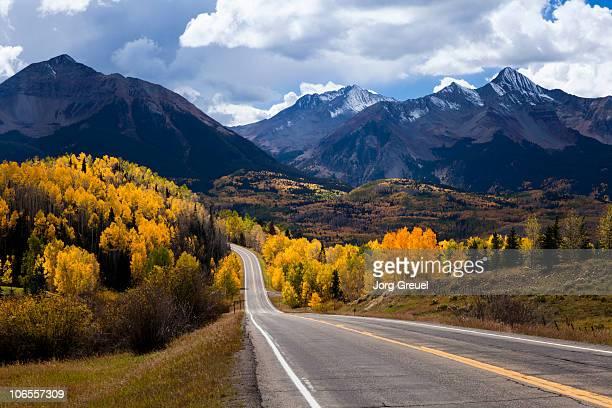san juan mountains in fall - colorado stockfoto's en -beelden