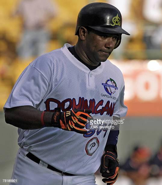 Mieguel Tejada de las Aguilas Cibaenas de Republica Dominicana recorre las bases tras batear home run en un juego contra los Tigres de Aragua de...