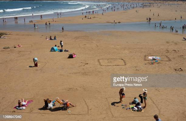 San Lorenzo beaches where bathers take safety precautions during the summer of the Covid-19 pandemic, on August 25, 2020 in Gijon, Asturias, Spain.