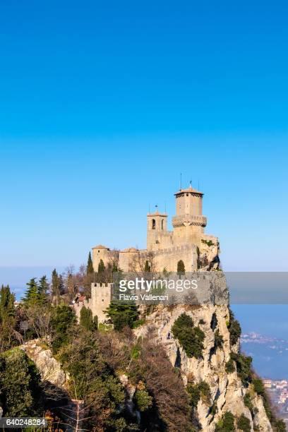 san marino, castello della guaita - fortress of guaita - san marino fotografías e imágenes de stock