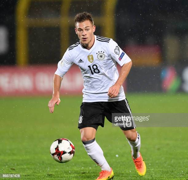 FUSSBALL INTERNATIONAL San Marino Deutschland Joshua Kimmich am Ball