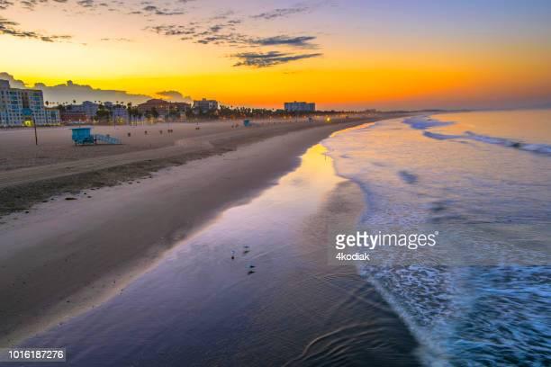 san monica playa al amanecer - santa monica los ángeles fotografías e imágenes de stock