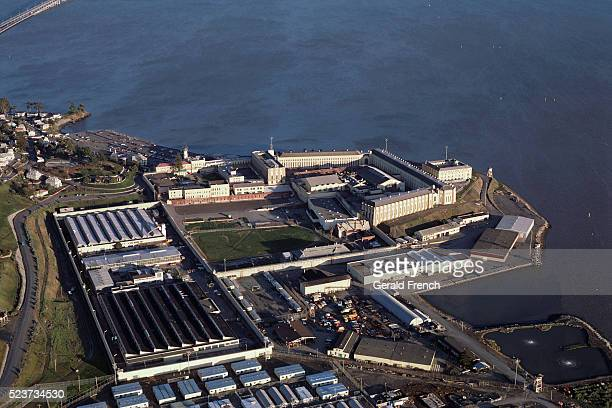 san quentin state prison on san francisco bay - san quentin state prison stockfoto's en -beelden