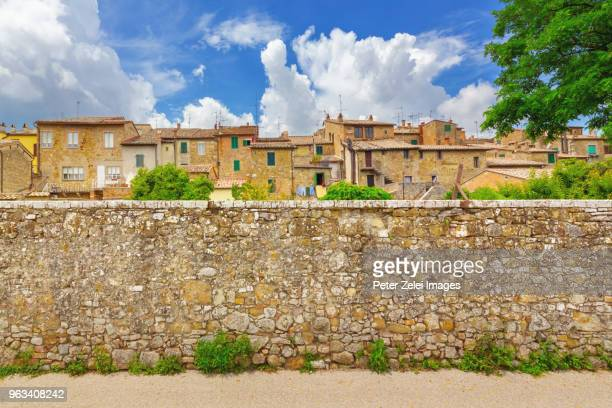 san quirico d'orcia in tuscany, italy - stone wall stock pictures, royalty-free photos & images