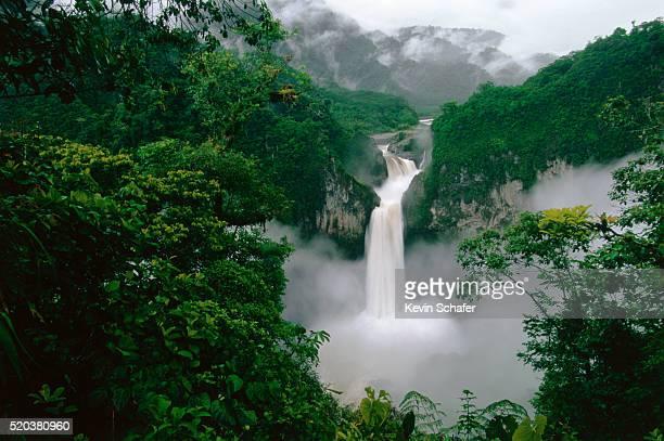 san rafael (coca) falls on quijos river - ecuador fotografías e imágenes de stock