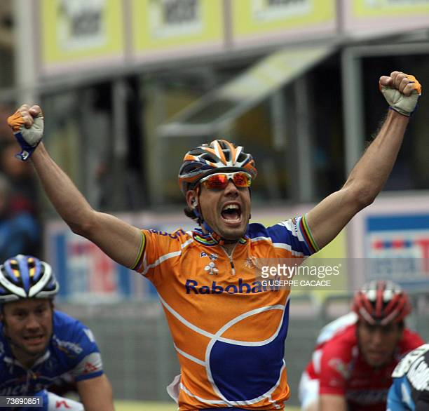 Spain's Oscar Freire exults as he crosses the finish line of the MilanSan Remo classic cycling race flanked by thirdplaced Tom Boonen of Belgium 24...