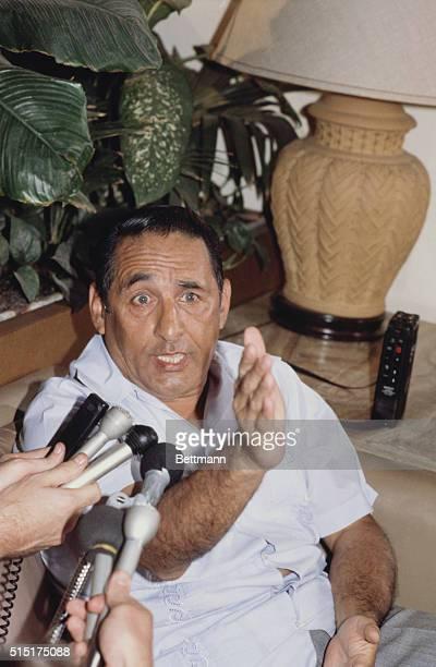 San Salvador: El Salvador's Pres. Jose Napoleon Duarte tells newsmen at an impromptu news conference in San Salvador's Camino Real Lobby Bar he will...