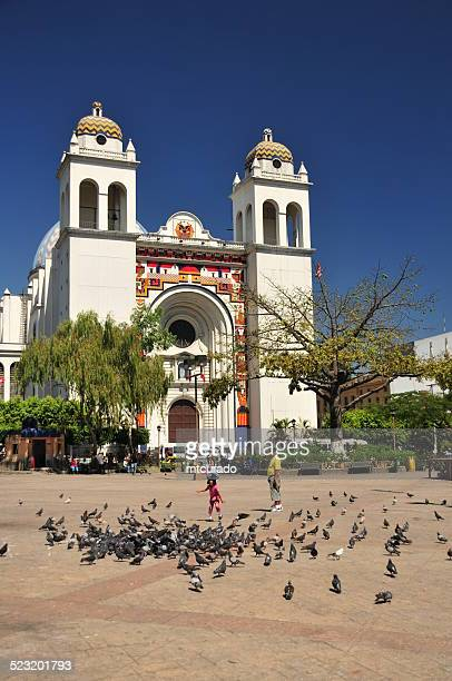 san salvador, el-salvador: central square and cathedral - san salvador stock pictures, royalty-free photos & images