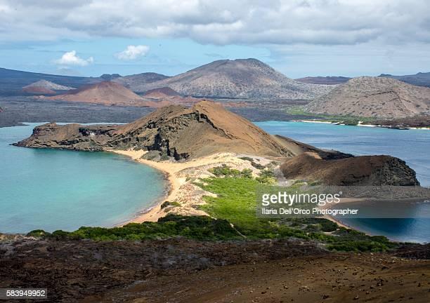 san salvador from san bartolome isla, galapagos - parque nacional galápagos fotografías e imágenes de stock