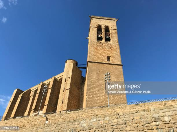 san saturnino church-fortress in artajona, navarre - flying buttress stock photos and pictures