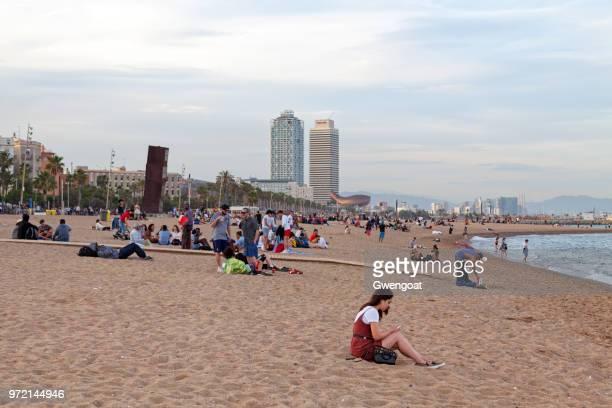 san sebastian strand in barcelona - gwengoat stockfoto's en -beelden