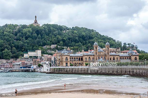 san sebastian city hall building with mountain in the back - san sebastian spain stock pictures, royalty-free photos & images