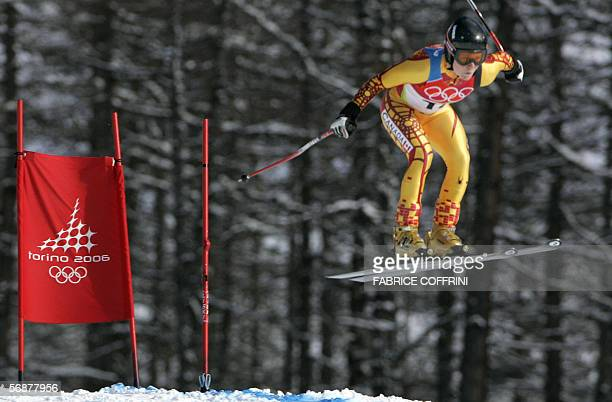 Canada's Brigitte Acton speeds down the course 18 February 2006 during the Women's Combined Downhill in San Sicario Italy at the Turin 2006 Winter...