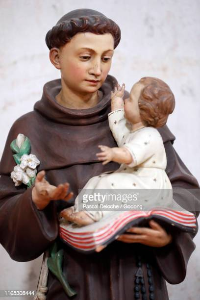 san simeone piccolo catholic church.  saint anthony of padua with the infant jesus.  venice. italy. - simeone stock pictures, royalty-free photos & images
