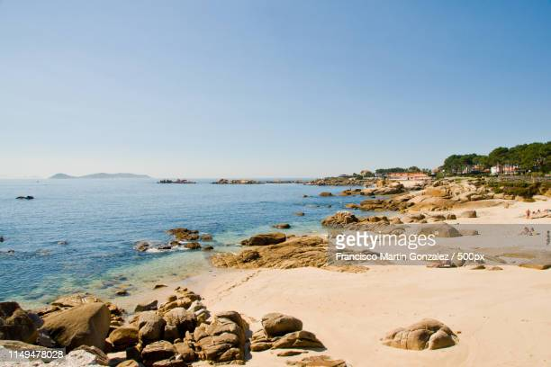 san vicente beach en el grove, galicia, spain - grove fotografías e imágenes de stock