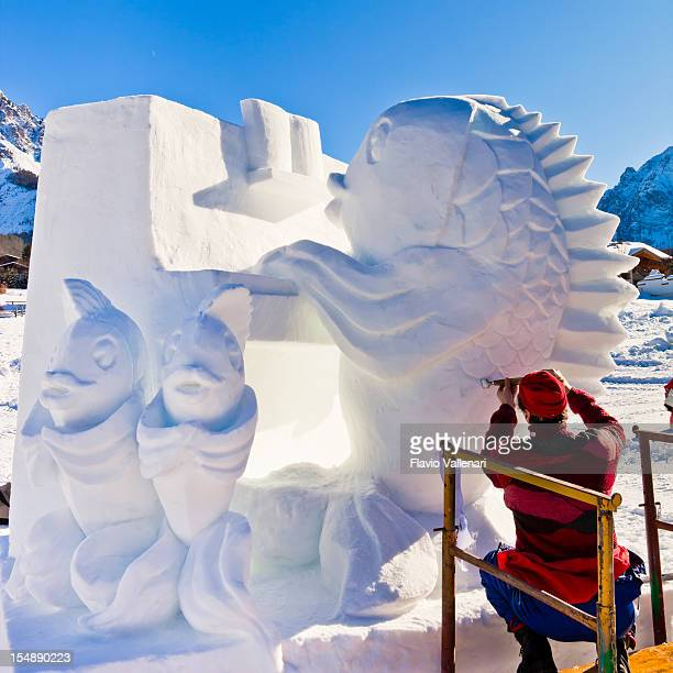 san vigilio snow festival, artist at work - sculpture stock pictures, royalty-free photos & images
