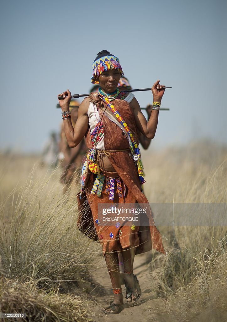 San Woman Walking In The Bush In Namibia On August 22, 2010 - : News Photo