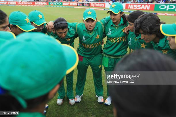 Sana Mir Captain of Pakistan talks to her team ahead of the ICC Women's World Cup 2017 match between England and Pakistan at Grace Road on June 27...