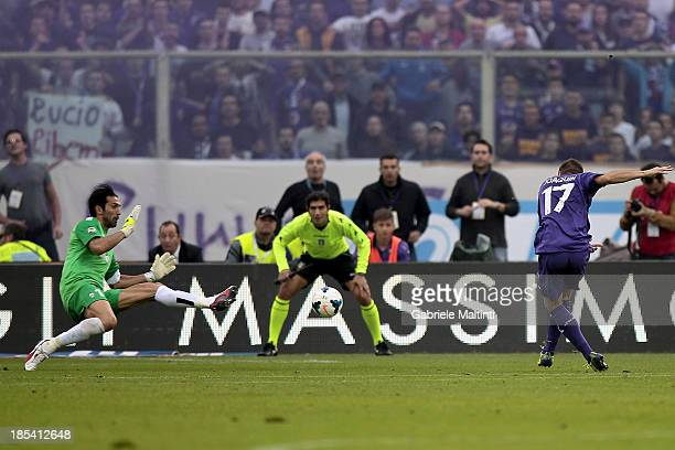 Sanchez Rodriguez Joaquin of ACF Fiorentina scores a goal during the Serie A match between ACF Fiorentina and Juventus at Stadio Artemio Franchi on...