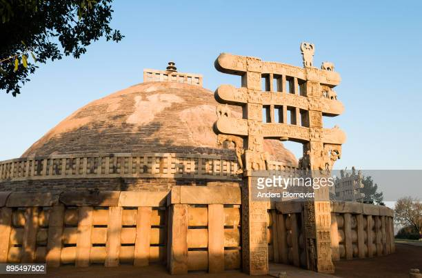 "sanchi main stupa from the third century bc and a great carved eastern ""torana"" gateway added in the first century bc. sanchi, madhya pradesh, india - stupa stock pictures, royalty-free photos & images"