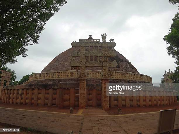 sanchi stupa-madhya pradesh - stupa stock pictures, royalty-free photos & images