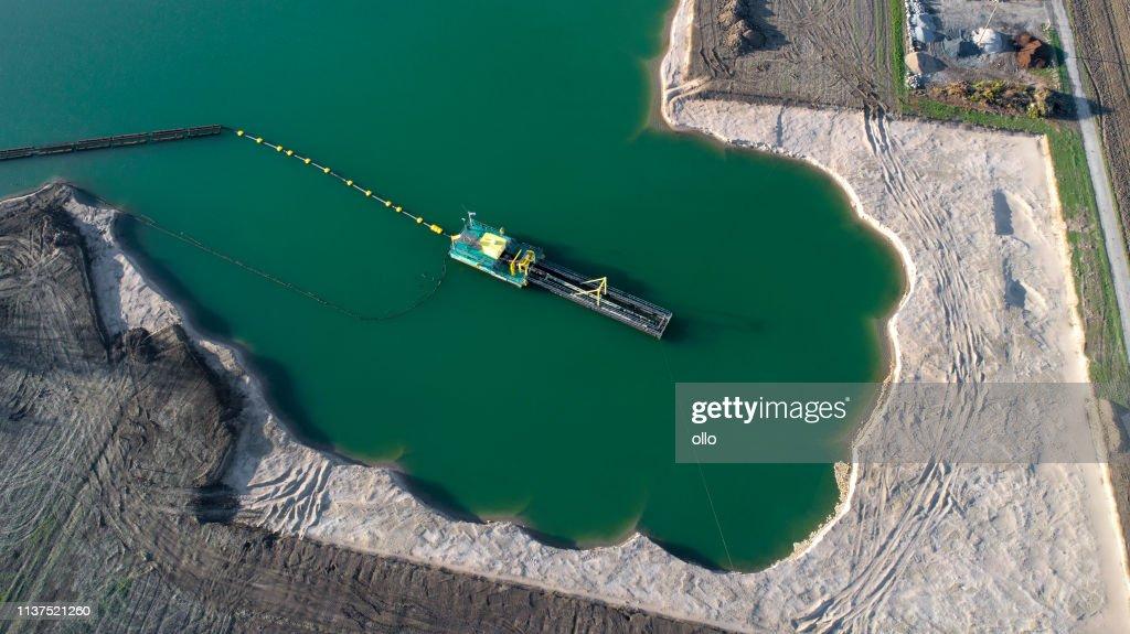 砂と砂利ピット, レイクショア-空中写真 : ストックフォト