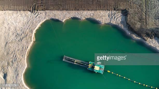 砂と砂利ピット, レイクショア-空中写真 - 浚渫 ストックフォトと画像