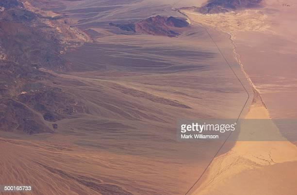 sand deltas in california desert. - カリフォルニア州ベーカー ストックフォトと画像