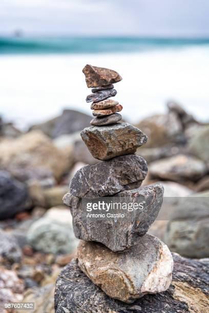sand dollar beach cairn - 石塚 ストックフォトと画像