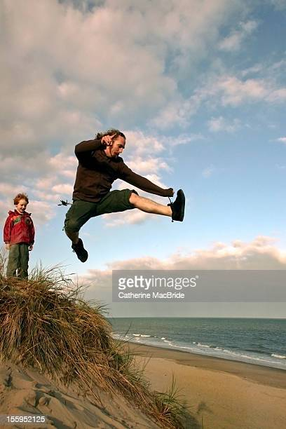 sand dune jump - catherine macbride imagens e fotografias de stock