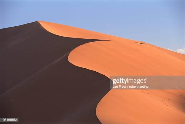 sand dune near sesriem, namib naukluft park, namibia, africa - セスリエム ストックフォトと画像