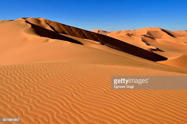 sand dunes at erg mehejibad, sahara, erg mehejibad, immidir or mouydir, sahara, tamanrasset province, algeria - アルジェリア ストックフォトと画像