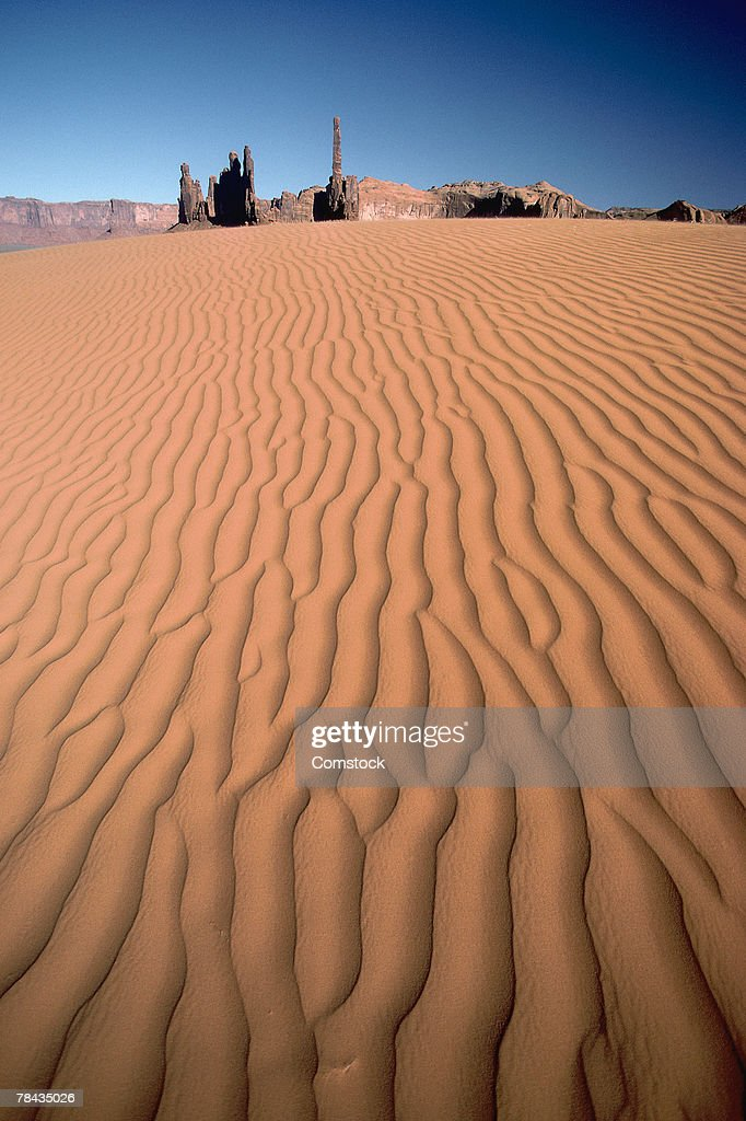 Sand dunes with rock formation in background : Stockfoto