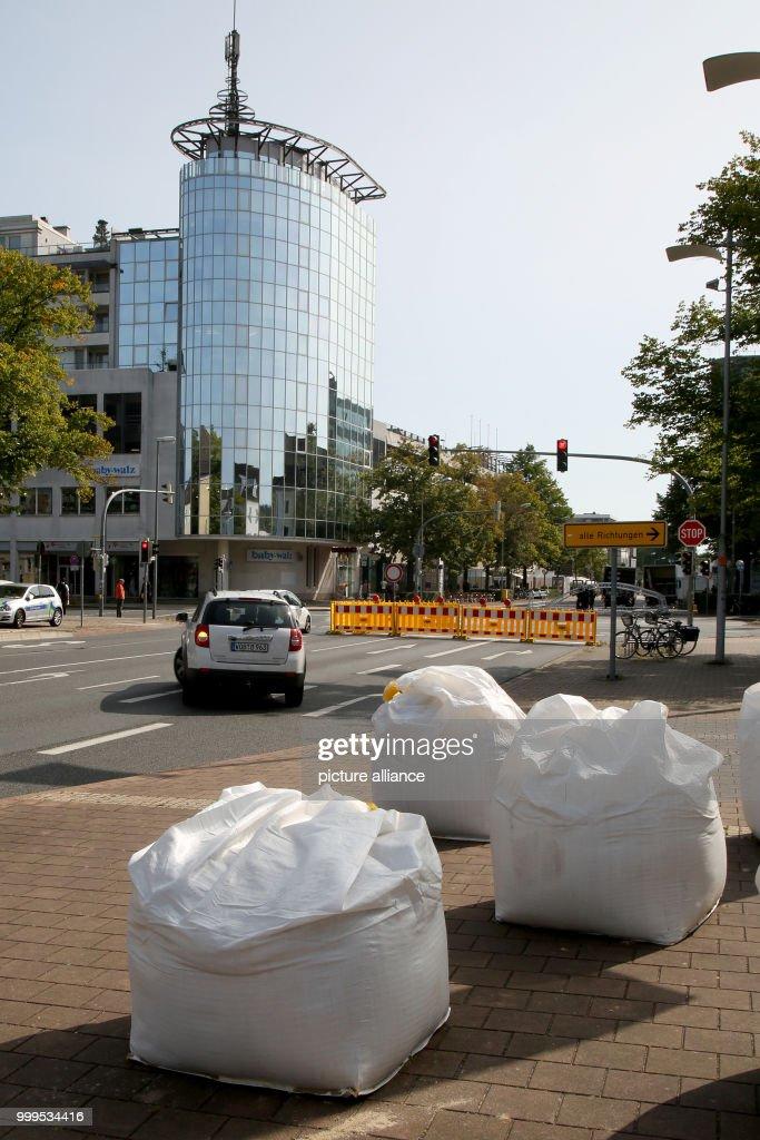 Super Sand Filled Plastic Bags Can Be Seen As Truck Barriers At Inzonedesignstudio Interior Chair Design Inzonedesignstudiocom