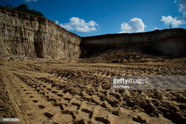 Sand sits in a mining pit at the Hi-Crush Proppants LLC facility in Whitehall, Wisconsin, U.S., on Thursday Sept. 10, 2015. A little-known offshoot...
