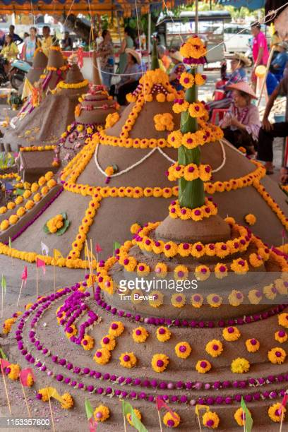 sand stupas for the songkran festival. - tim bewer stockfoto's en -beelden