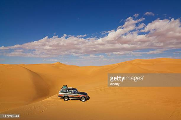 sand tour in libyan sahara - rally car racing stock pictures, royalty-free photos & images