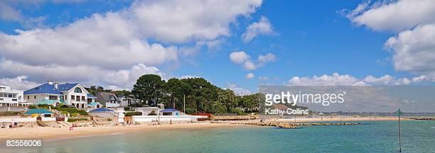 sandbanks beach and luxury homes, - プール市 ストックフォトと画像