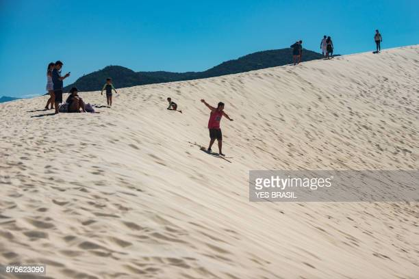 sandboarders nas dunas da joaquina - extremismo - fotografias e filmes do acervo