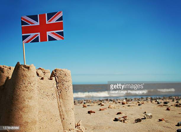 sandcastle - cultura británica fotografías e imágenes de stock